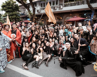 [NGOISAO] Hàng nghìn người tham gia lễ hội Halloween tại Hồ Gươm